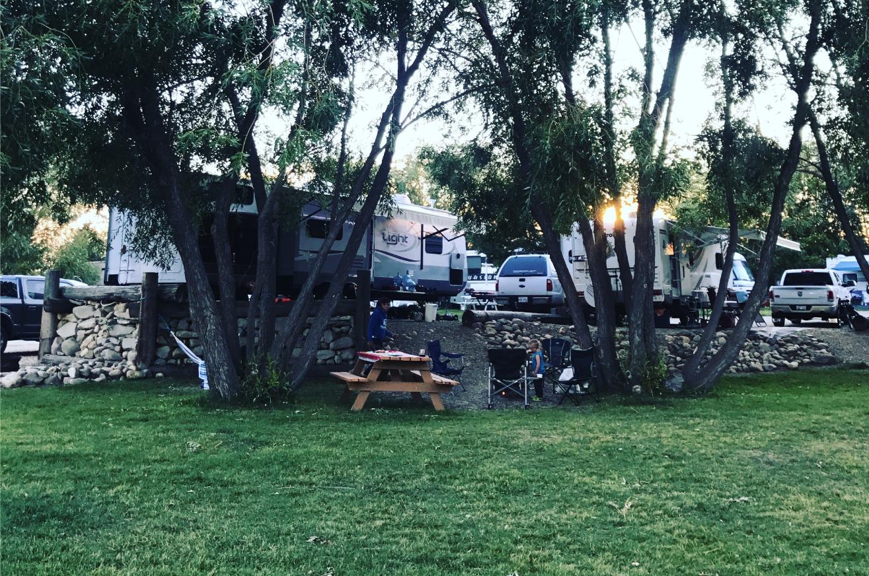 Meadowlands RV Park Sylvan Lake Campsite